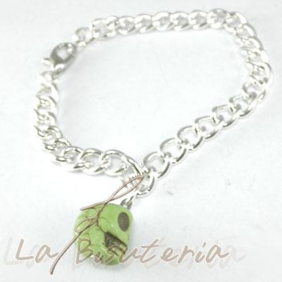detalle pulsera calaveras verde