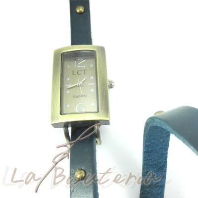 Detalle reloj tipo jellys y acero inoxidable