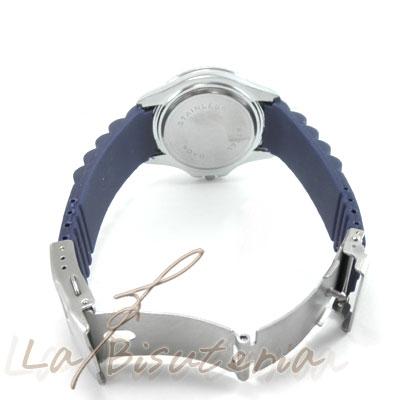 Detalle reloj silicona y acero inoxidable